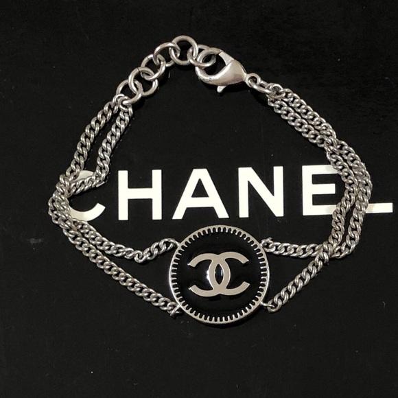 CHANEL Jewelry - 🆕 Chanel CC Medallion Chain Bracelet, in Box 🎁